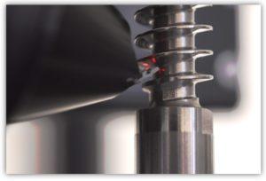 Sensor mit Spiegeladapter für die Flankenmessung